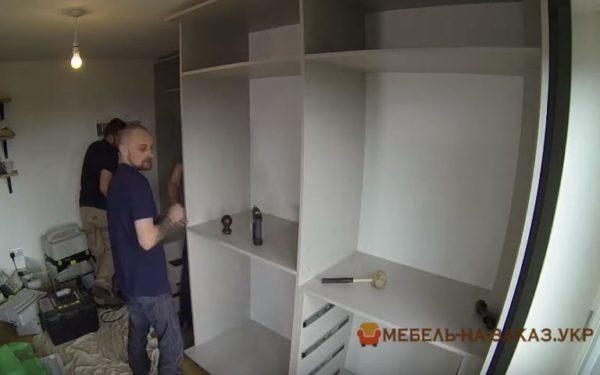 монтаж шкафа-купе для спальни