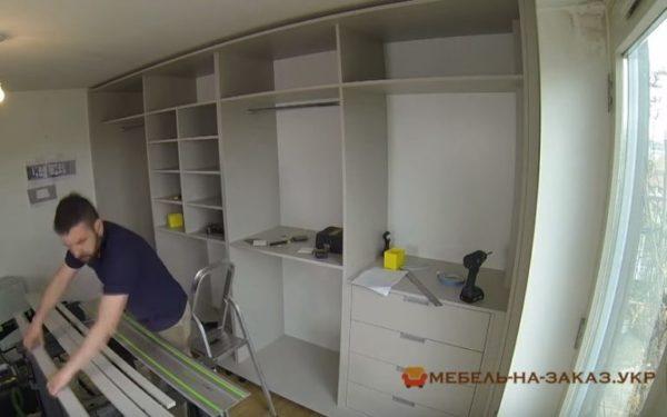 встроенный шкаф-купе в спальню на заказ