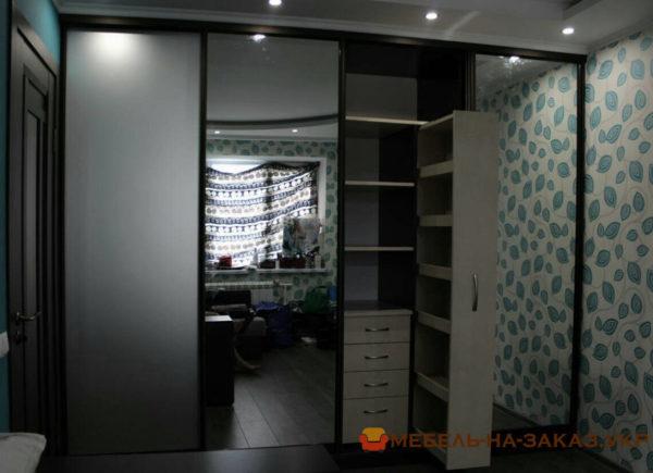 шкаф в спальню под заказ Салютная
