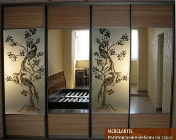 изготовление шкафа-купе с зеркальными дверями на заказ в Киеве