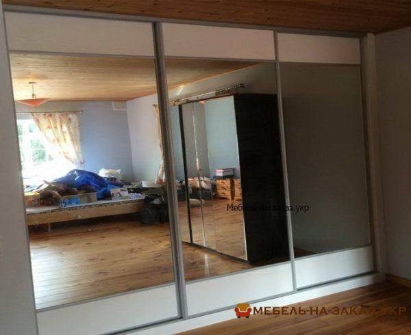 трехдверный шкаф с зеркальнымидверями