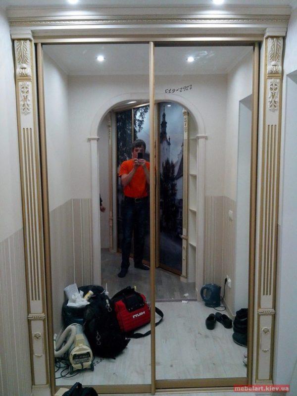 зеркальный шкаф-купе из дерева на заказ