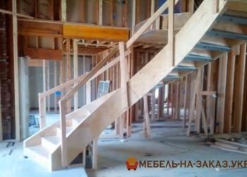 круглая лестница из дерева на заказ