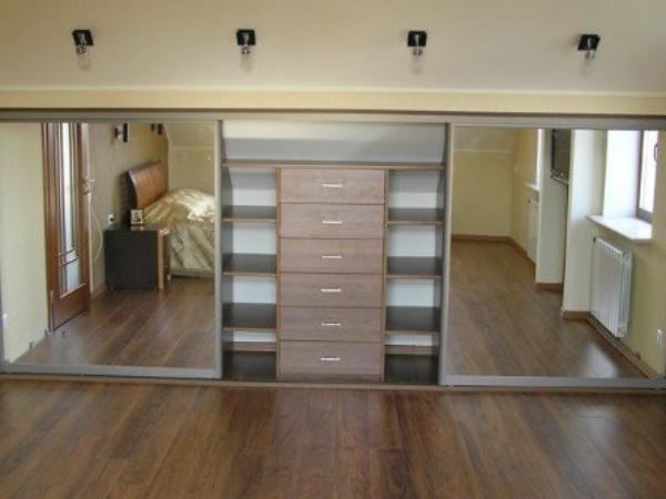 мебель в мансарду спальни