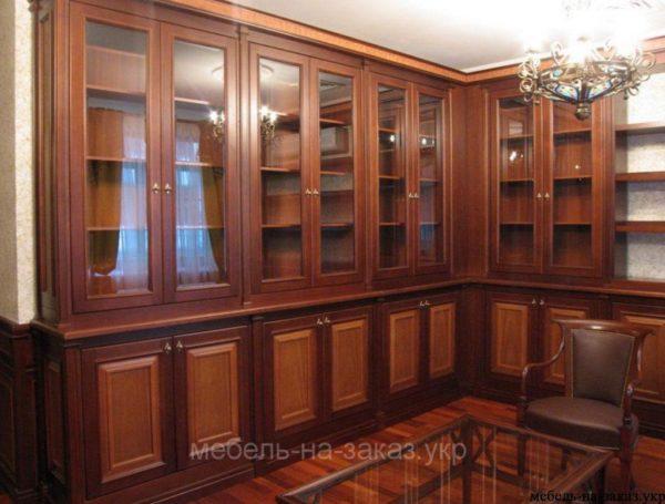 угловые шкафы под заказ из дерева для библиотеки