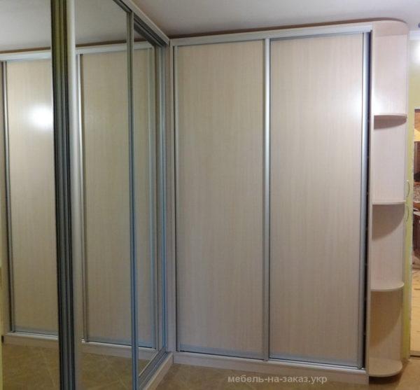 шкаф угловой под заказ с развижными дверями