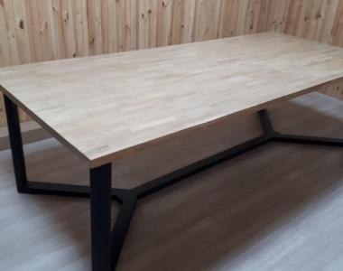 большой обеденный стол для кухни