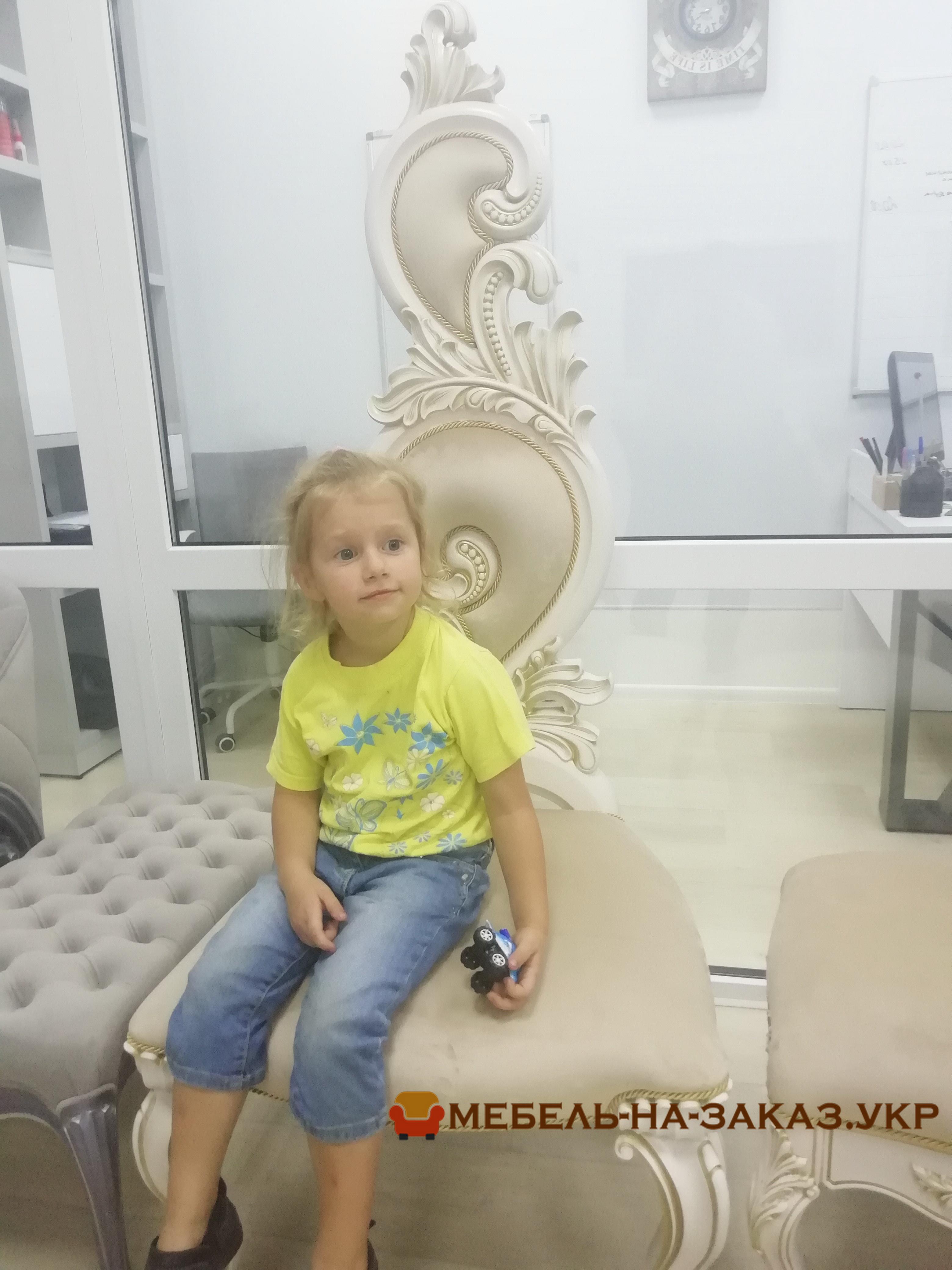 Саша мицук на кресле