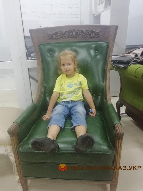 Большое кожанное кресло на заказ