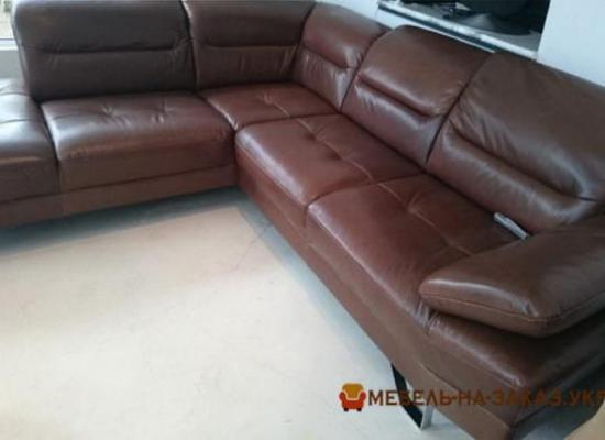 коричневый угловой диван нестандартной формы