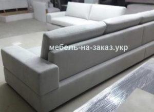 молочный угловой диван