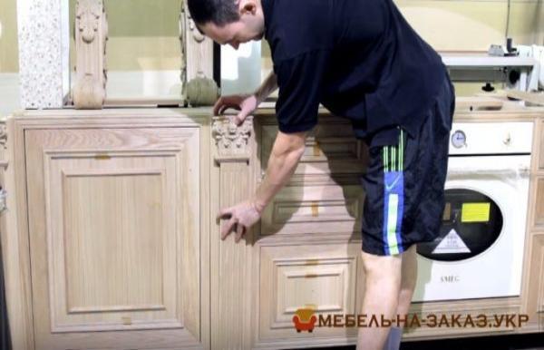 установка деревянной кухни