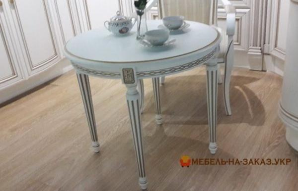 Белый кргулый кухонный дубовый стол на заказ
