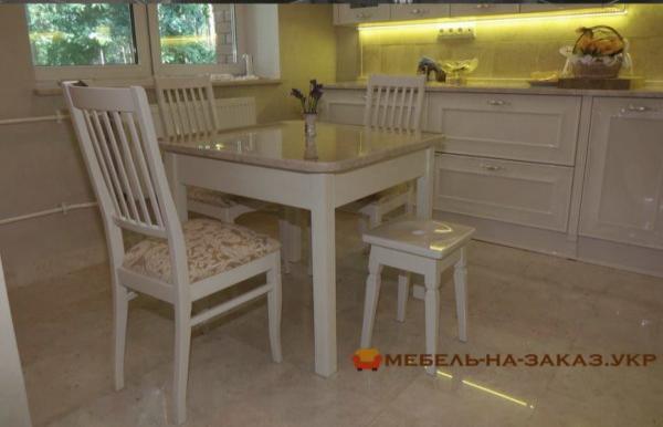 квадратны стол в кухню