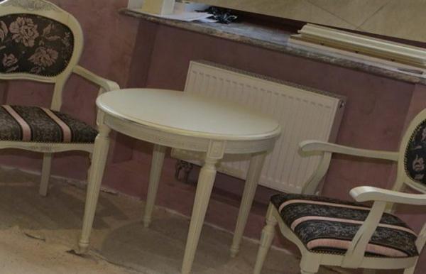 стол в куню из дерева