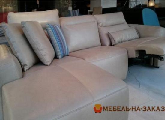 кожанный угловой диван под заказ с поушками