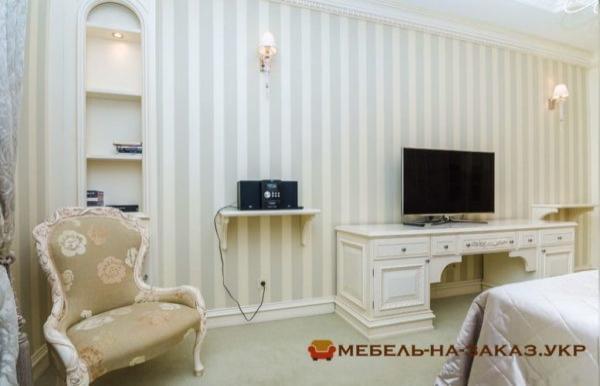 Деревянная мебель в коридор