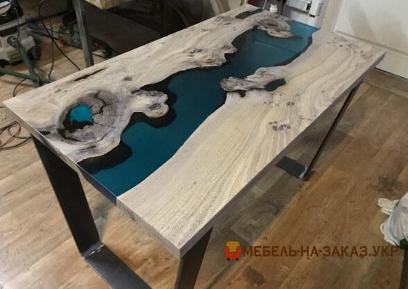 Дизайнерский стол с эпоксидной смолой