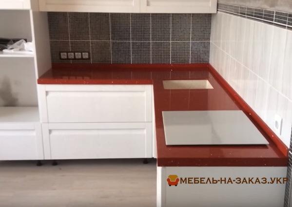 изготовление столешницы из натурального камня красного цвета