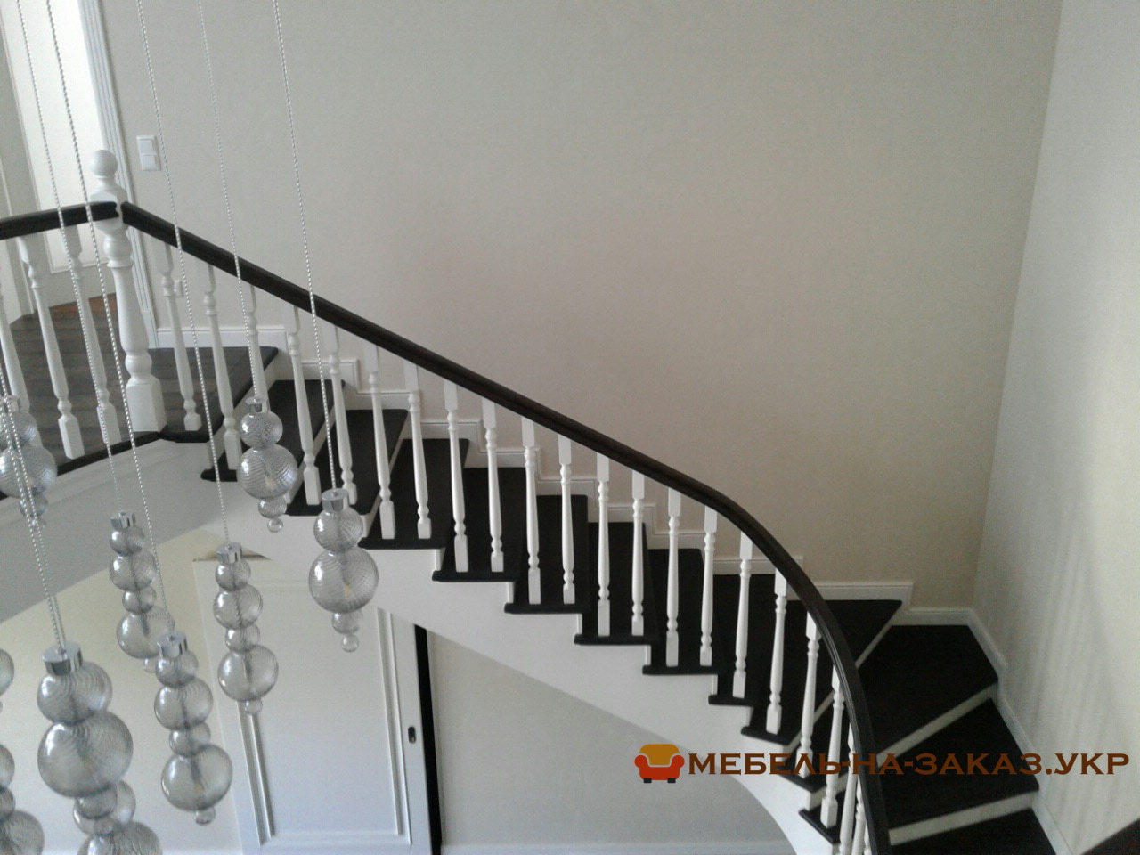 варианты лестниц на заказ из бетона и дерева
