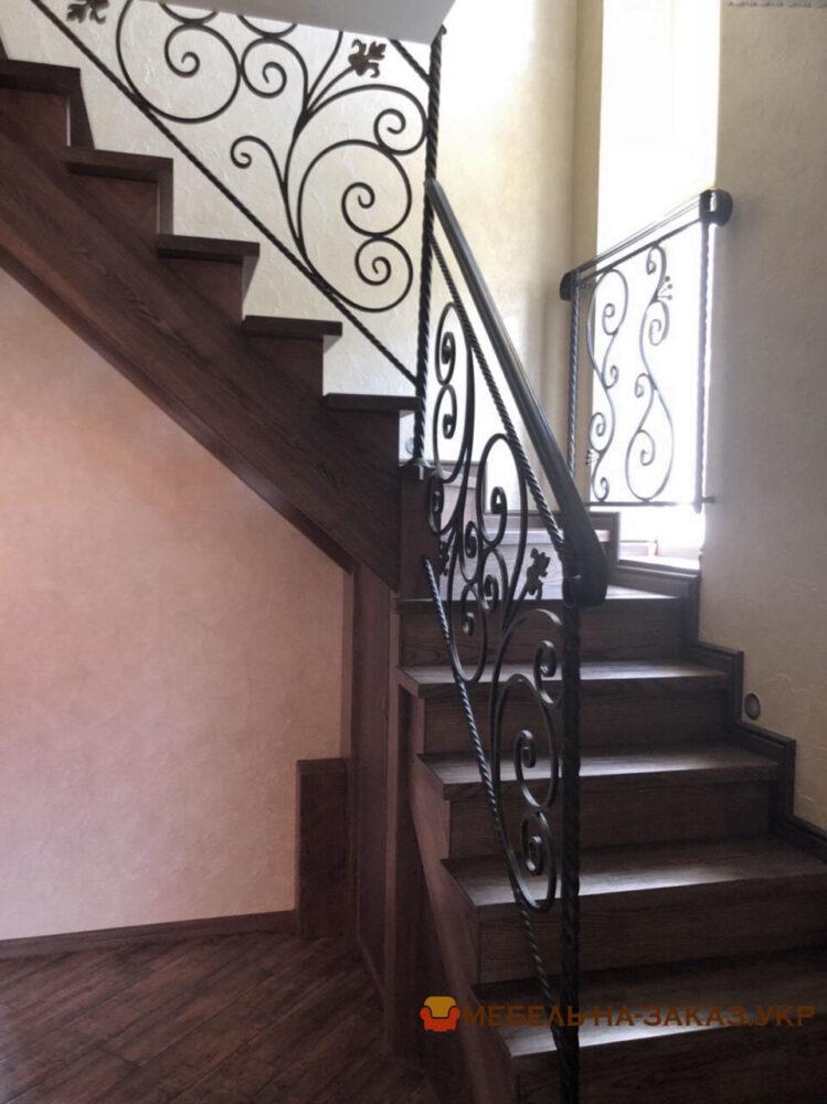 лестница из кованного металла