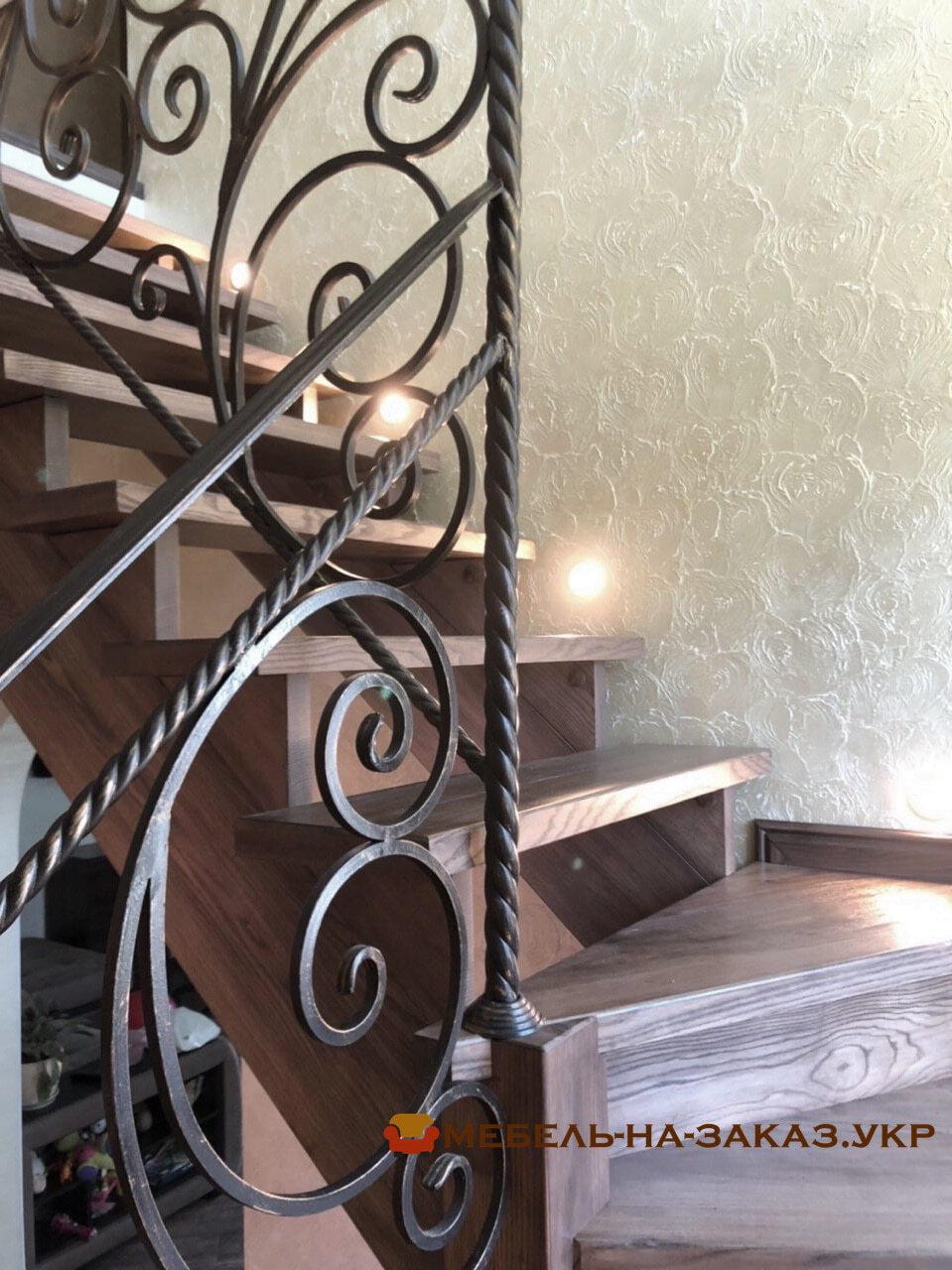 лестница с перилами из металла
