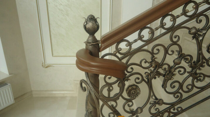 лестница с кованными перилами
