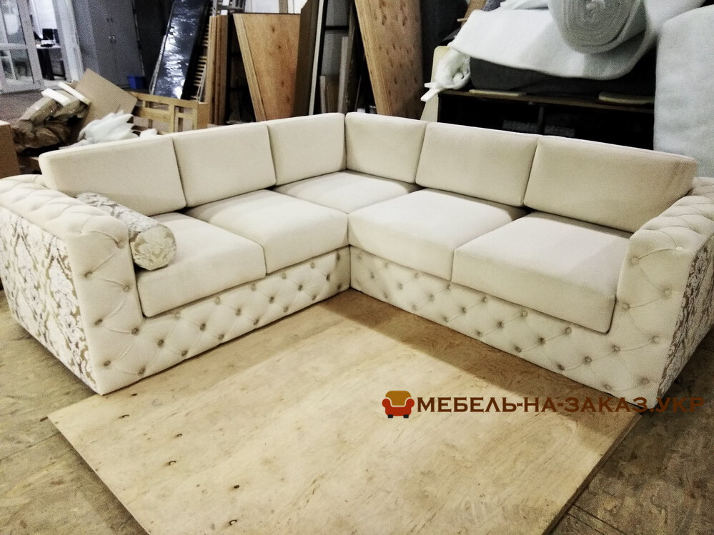 белая мягкая угловая мебель