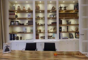 шкаф в кабинет из дерева под заказ