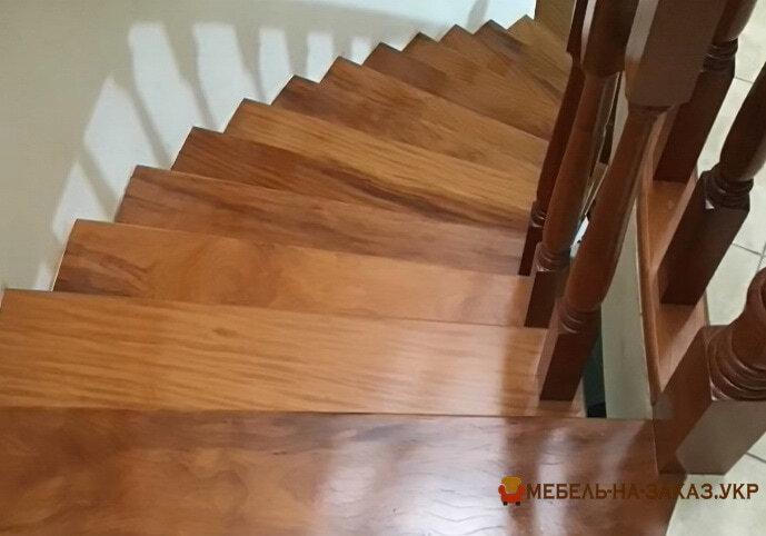 деревянная лестница Черновцы
