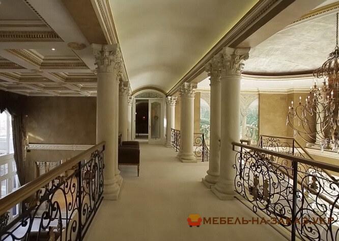 лестница для отеля из дерева на заказ
