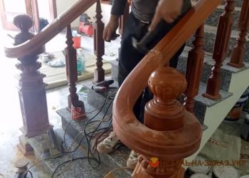 дизайнерская лестница из дерева под заказ