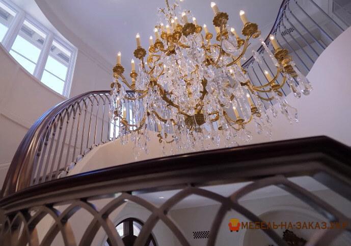 дизайнерская лестница из дерева