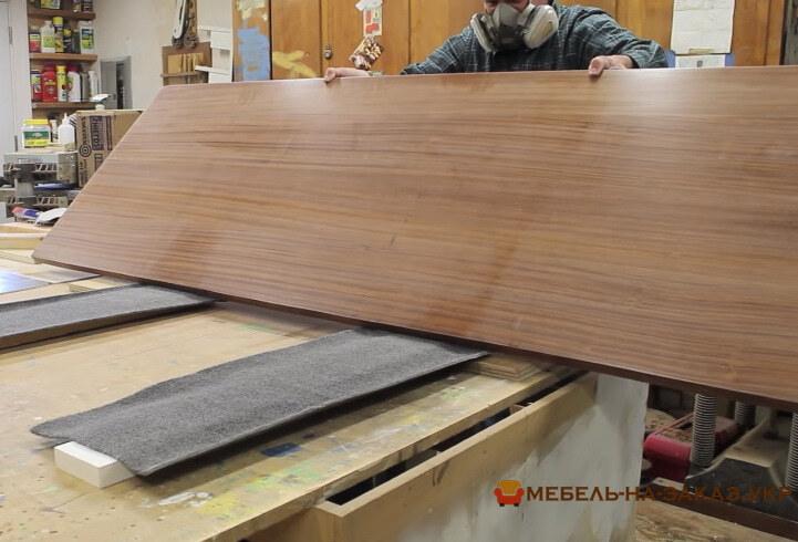 широкая деревянная столешшница