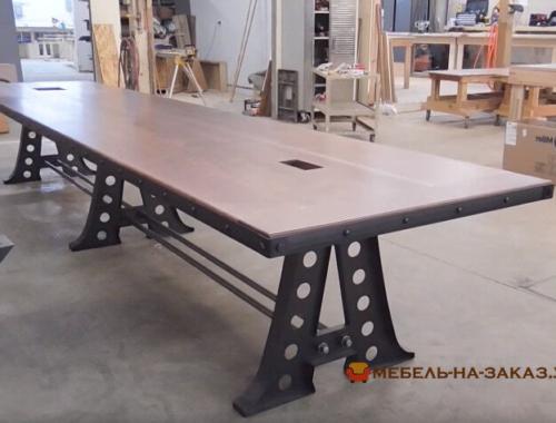 конференц стол из дерева лофт на металлической базе лофт