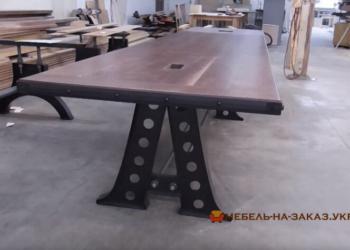 конференц стол из дерева лофт на металлической базе под заказ