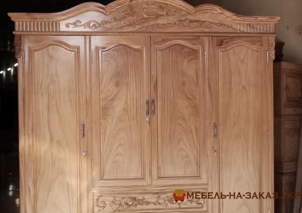 деревянный шкаф с резьбой