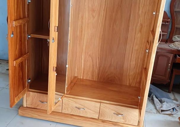 большой деревянный шкаф для прихожей