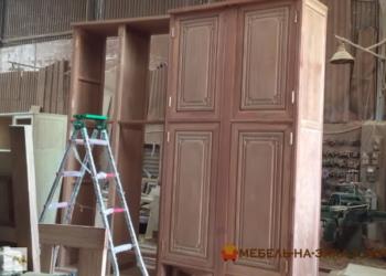 большой шкаф из дерева на заказ