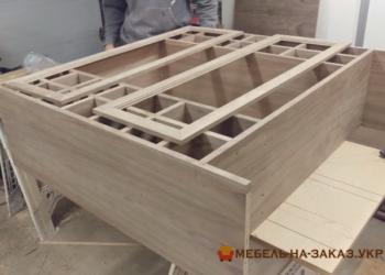 Шкафы купе из массива дерева под заказ Киев