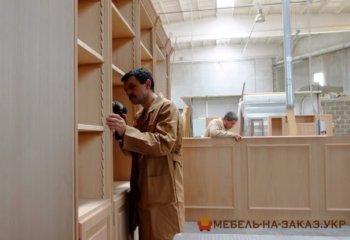 Деревянный шкаф на заказ Одесса