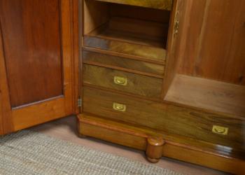 Деревянный шкаф в прихожую на заказ в Киеве