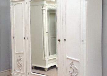 деревянный шкаф из дерева в спальню