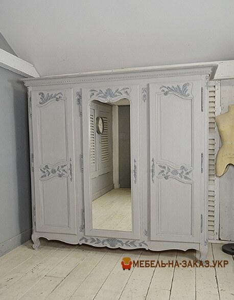 деревянный шкаф из дерева