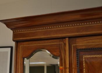 угловой шкаф из дерева шпонированный