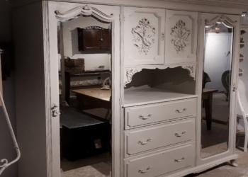 деревянный шкаф с витриной на заказ