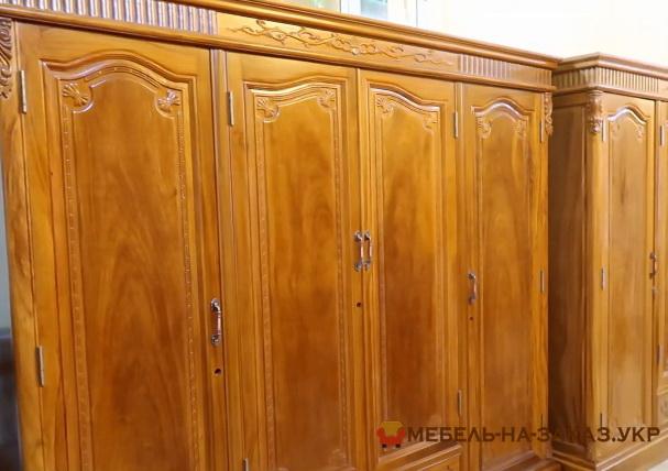 Большой шкаф из массива дерева