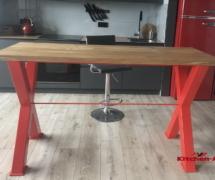кухня с деревянным столом лофт