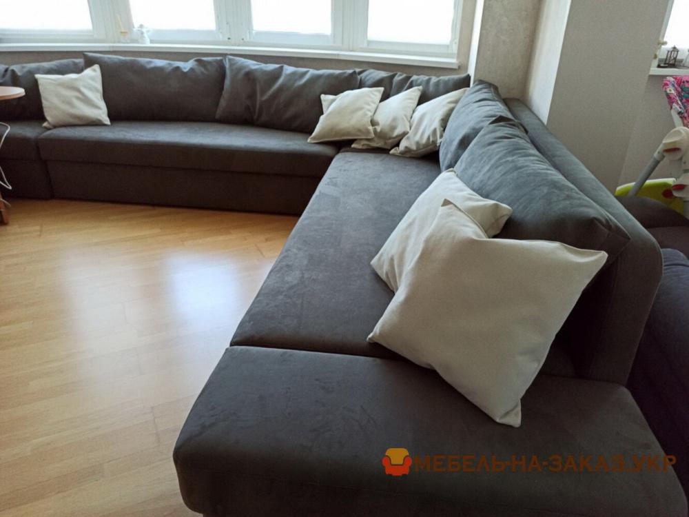 нестандарный  угловой диван