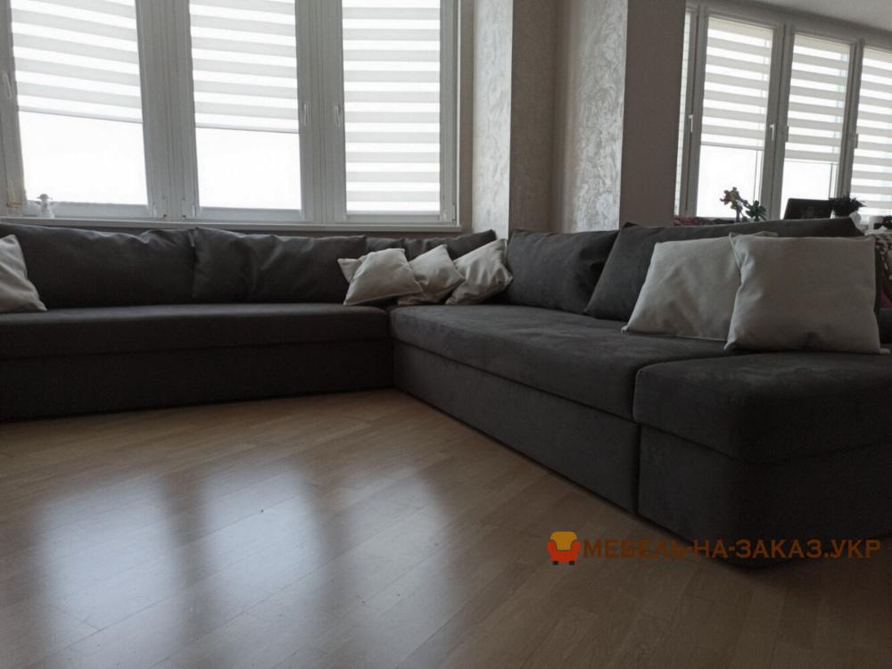 нестандарный серый раскладной диван с подушками угловой для гостинной Киев